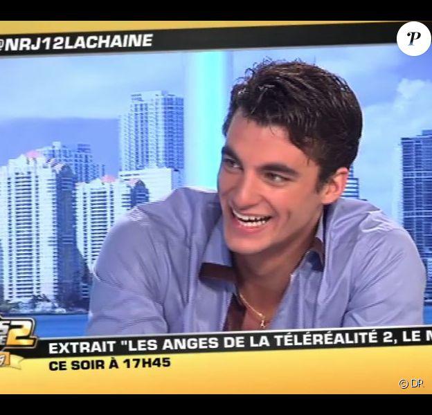 Marvin répond aux questions de Matthieu Delormeau et Jeny Priez sur le plateau des anges de la télé réalité, sur NRJ 12, mardi 14 juin 2011.