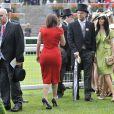 Ascot 2011, cinquième et dernière journée, samedi 18 juin 2011 : La princesse Eugenie d'York marque la clôture de l'événement avec une robe rouge audacieuse.   Pas d'embellie du côté du ciel, mais un bouquet final bien garni sur l'herbe verte du Berkshire !