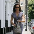 Pippa Middleton en pleine séance shopping dans les rues de Londres. Le 23 juin 2011