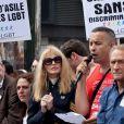 Arielle Dombasle avec Bertrand Delanoë et Jean-Paul Huchon à la Gay Pride