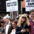 Arielle Dombasle avec Bertrand Delanoë à la Gay Pride