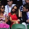 Pippa Middleton, son compagnon Alex, et sa maman Carole, au tournoi de Wimbledon, le 29 juin 2011.