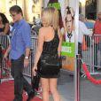 Jennifer Aniston, perchée sur des sandales Versace, elle est sublime lors de l'avant-première de The Horrible Bosses (Comment tuer son boss ?) à Los Angeles le 30 juin 2011