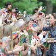3 tenues, 10 000 fans : deux des chiffres à retenir pour le premier jour de la visite officielle au Canada du prince William et de sa femme la duchesse Catherine de Cambridge, le 30 juin 2011.