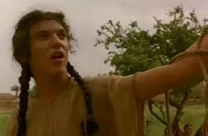 Les débuts du sexy Jonathan Rhys-Meyers : Samson à couettes ou torse nu !