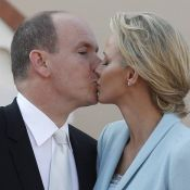 Albert et Charlene: Trois baisers devant Caroline, Stéphanie et leurs enfants
