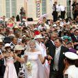 Charlène Wittstock fait son entrée dans la Cour d'honneur du palais  princier, pour la cérémonie religieuse l'unissant au prince Albert, à  Monaco, le 2 juillet 2011