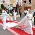 Charlène Wittstock porte une traîne longue de 5 mètres pour la cérémonie religieuse l'unissant au prince Albert, à  Monaco, le 2 juillet 2011