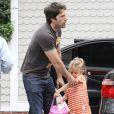 Violet Affleck avec son papa, Ben Affleck, à Los Angeles le 2 juillet 2011