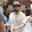 Sean Lennon se balade avec sa petite amie Charlotte Kemp Muhl dans le quartier de SoHo à New York, le 8 juillet 2011