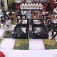 Tous les candidats sont réunis dans le salon pour une annonce de La Voix (quotidienne  Secret Story 5  du samedi 9 juillet 2011).