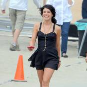 90210 : Tournage à la plage, Shenae Grimes dévoile un tatouage sexy