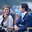 Toujours beaucoup de complicité entre la princesse Madeleine et le prince Carl Philip de Suède, radieux lors de l'anniversaire de leur soeur Victoria.   La princesse Victoria de Suède fêtait le 14 juillet 2011 osn 34e anniversaire, sous la pluie mais dans la bonne humeur, entourée de son époux le prince Daniel, de ses parents le roi Carl GXVI Gustaf et la reine Silvia, de son frère le prince Carl Philip et de sa soeur la princesse Madeleine.
