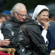 La princesse Victoria de Suède fêtait le 14 juillet 2011 osn 34e anniversaire, sous la pluie mais dans la bonne humeur, entourée de son époux le prince Daniel, de ses parents le roi Carl GXVI Gustaf et la reine Silvia, de son frère le prince Carl Philip et de sa soeur la princesse Madeleine.