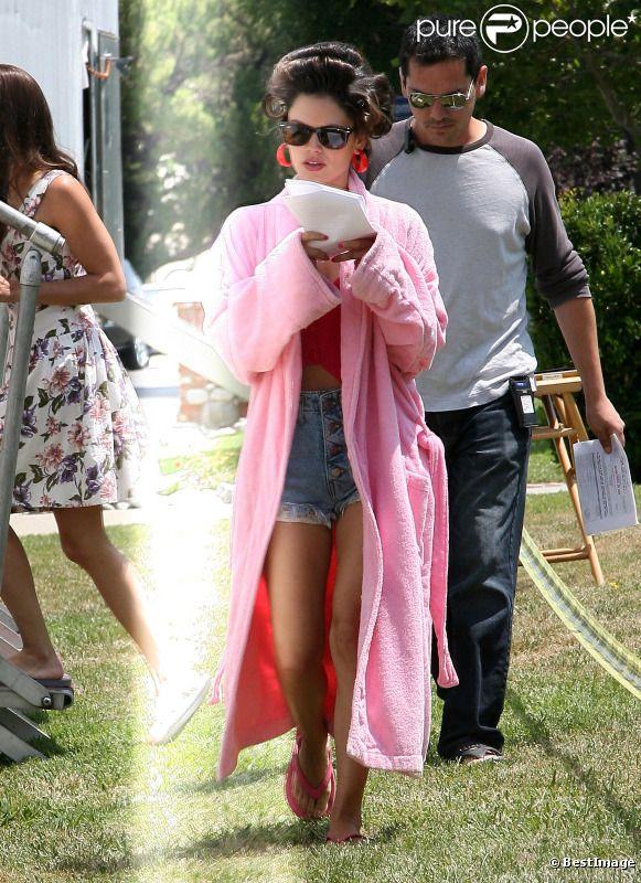 Rachel Bilson : une vraie diva sur le tournage du film The to do list à Woodland Hills le 13 juillet 2011