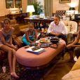 La famille Obama en mode cool regardant la finale de coupe du monde de football féminin le 17 juillet 2011. Les USA ont perdu contre l'équipe du Japon