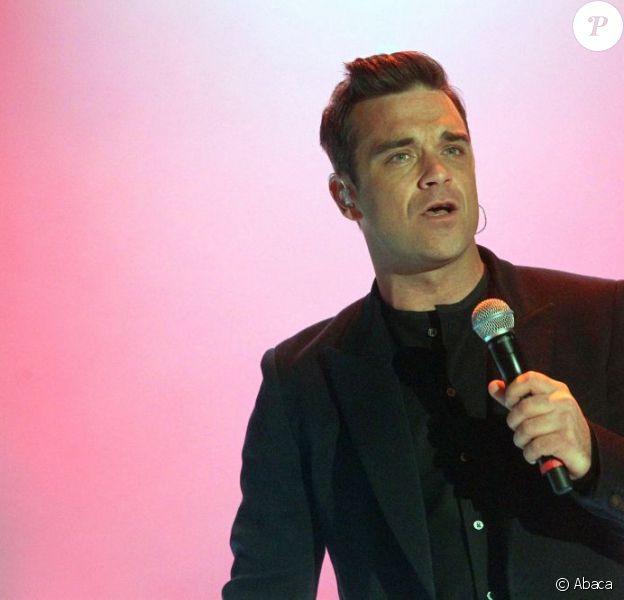 Robbie Williams a fait une intoxication alimentaire qui l'a forcé à rester au lit. Résultat : Take That a dû annuler son concert à Copenhague le 16 juillet 2011.