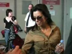 VIDEOS : Eva Longoria et Jean-Claude Van Damme atterrissent... ensemble !