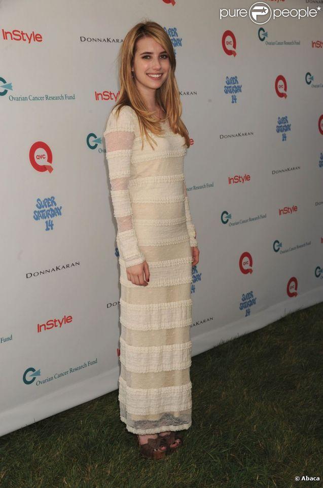 Emma Roberts a participé à la 14e opération Super Saturday, qui s'est déroulée le samedi 30 juillet 2011. Les fonds récoltés sont reversés à la recherche médicale contre le cancer des ovaires.