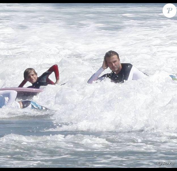 David, Brooklyn, Romeo et Cruz Beckham dans les eaux de Malibu pour une séance de surf ! Le 31 juillet 2011
