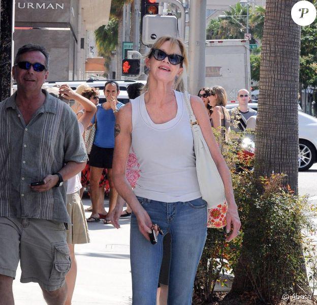 Melanie Griffith est resplendissante en tenue casual lors d'une sortie à Beverly Hills le 2 août 2011