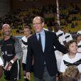Le prince Albert accueillait et donnait le coup d'envoi, le 2 août 2011 au stade Louis II de Monaco, d'un match de gala entre l'OM et Manchester United au  profit de l'association Un sourire, un espoir pour la vie de Pascal  Olmeta (dont la marraine est la princesse Stéphanie).