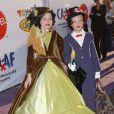 Elle Fanning, déguisée avec sa grande soeur Dakota pour Halloween, en 2005