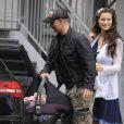 Premier tour en voiture pour Raffaela...   Eros Ramazzotti et sa compagne Marica Pellegrinelli le 5 août 2011 à la sortie de l'hôpital de Clusone, en Lombardie, avec leur bébé né quelques heures auparavant, Raffaela.