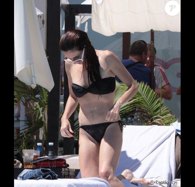 Paz Vega profite de ses vacances à Marbella avec son amie la chanteuse espagnole Marta Sanchez, le 7 août 2011