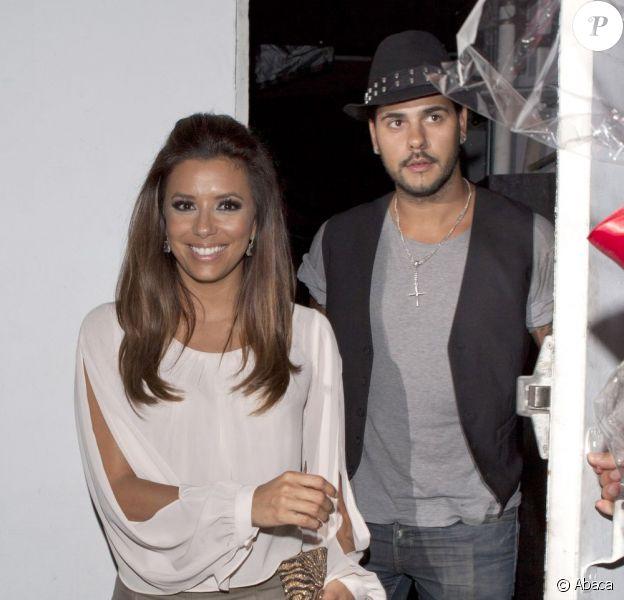 Eva Longoria a emmené son nouvel apollon Eduardo Cruz dîner dans son restaurant Beso à Los Angeles le 24 juillet 2011