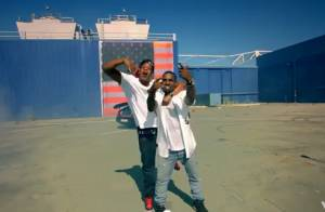 Kanye West et Jay-Z : Le clip d'Otis, éblouissant, et une chute sur scène