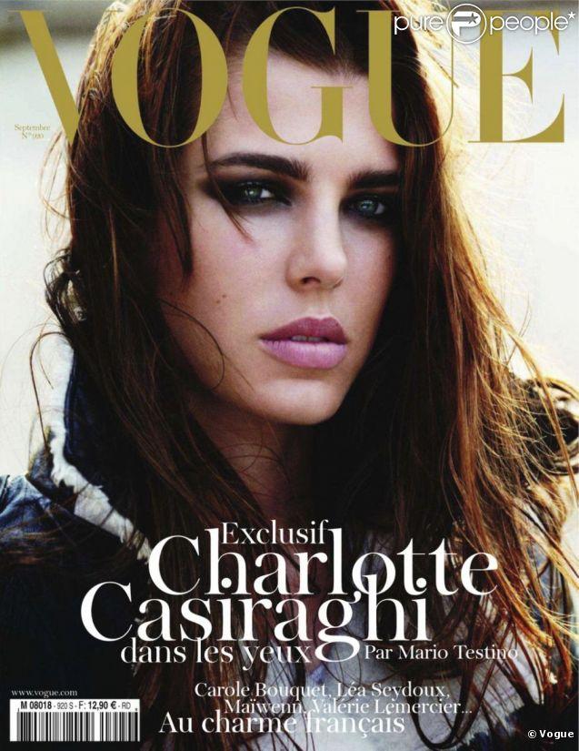Charlotte Casiraghi pose en Une du numéro de septembre du Vogue français. La fille de Caroline de Monaco a été photographiée par Mario Testino.