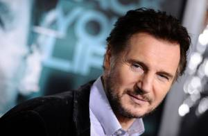 Liam Neeson amoureux : Son baiser fougueux avec sa nouvelle compagne