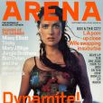 Pure beauté sud-américaine, Salma Hayek apparaît en couverture du magazine masculin Arena pour son numéro de septembre 1999.
