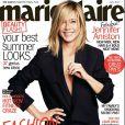 Jennifer Aniston, simplement vêtue d'un blazer Ann Demeleumeester, apparaît en couverture du magazine Marie Claire. Juillet 2011.
