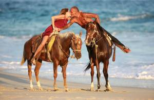 Christian Audigier : Romantique sur le sable mexicain avec sa superbe chérie