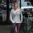 Après un look remarquable à la fashion week, Emma Roberts opte pour une tenue plus casual aux acents rock. New York, le 22 septembre 2011.