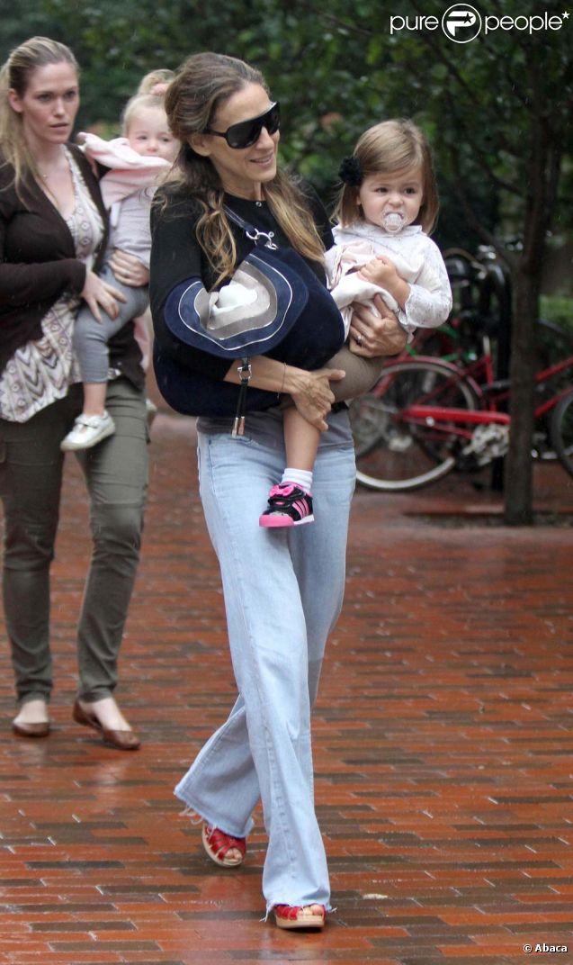 Sarah Jessica Parker emmène ses jumelles à l'école, à New York, le 23 septembre 2011.