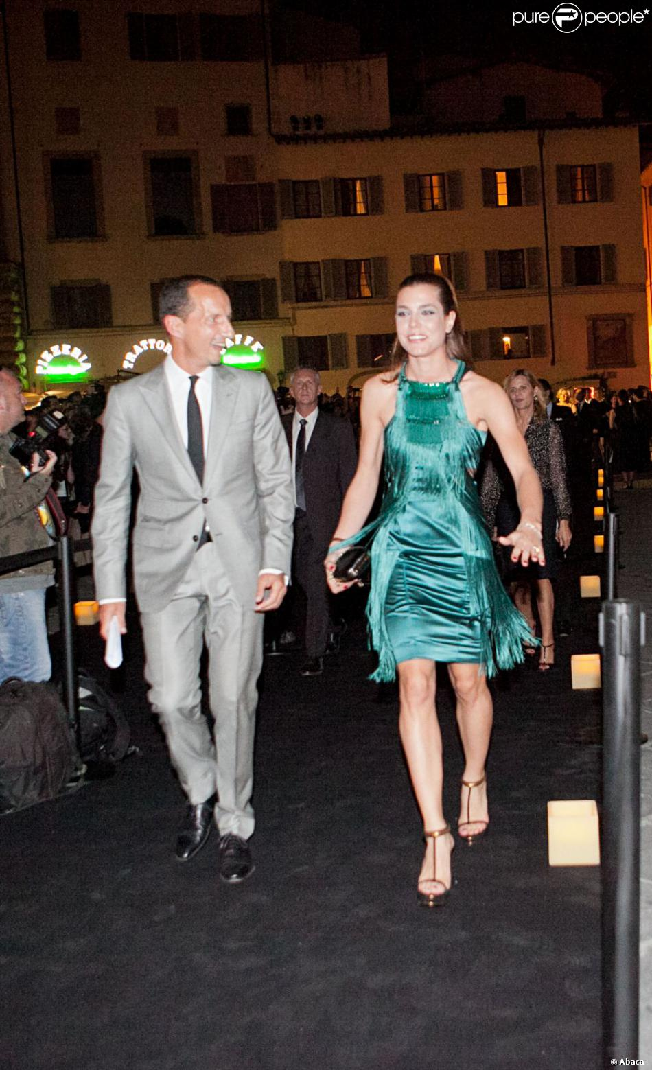 Charlotte Casiraghi est splendide dans sa robe verte à franges lors de la  soirée d\u0027ouverture du musée Gucci à Florence en Italie le 26 septembre 2011.