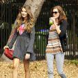 Teri Hatcher et sa fille Emerson Rose en pleine balade le vendredi 30 septembre 2011.