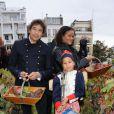 Laurent Voulzy et Jocelyn Béroard ont apporté le soleil des îles sur la traditionnelle vendange du clos Montmartre, samedi 8 octobre 2011, lors de la Fête des Vendanges de Montmartre.