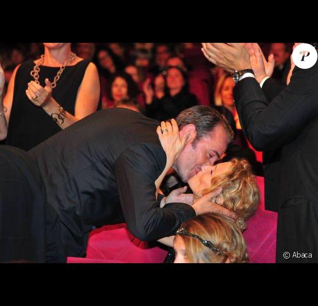 Jean Dujardin et Alexandra Lamy au festival de Cannes en mai 2011 ; l'acteur vient d'apprendre qu'il a reçu le prix d'interprétation