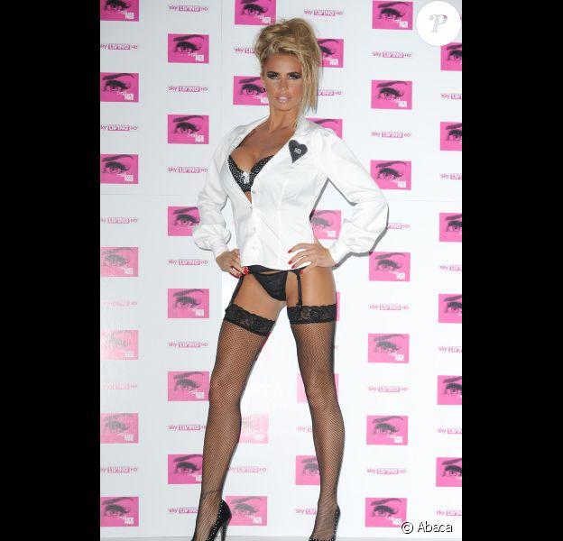 Katie Price en tenue très osée, ne manque jamais de faire le spectacle lors de ses sorties. Ici, le 10 octobre à Londres pour lancer sa télé réalité