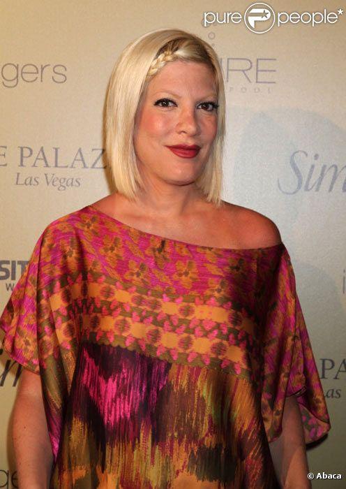 Tori Spelling pose lors d'une soirée à Las Vegas en juin 2011