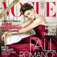 Habillée par Oscar De La Renta, Anne Hathaway conforte son statut de fashion icon en posant une nouvelle fois pour Vogue. Novembre 2010.