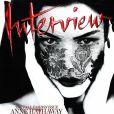 L'actrice Anne Hathaway, mystérieuse et couverte d'un voile en dentelle, pour la Une d'Interview. Septembre 2011.