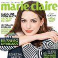 Sans artifice et vêtue d'une simple marinière, Anne Hathaway brille de classe en Une de Marie Claire. Juin 2011.