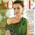 L'actrice Anne Hathaway, radieuse dans une robe Lanvin pour la Une de Vogue Mexico. Avril 2009.
