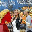 Shauna Sand le 21 octobre 2011 chez Mr Bones Pumpkin Patch à Los Angeles