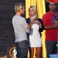 Shauna Sand et son très jeune boyfriend le 21 octobre 2011 chez Mr Bones Pumpkin Patch à Los Angeles